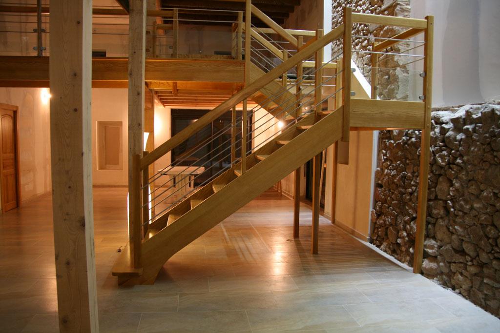Escalier double quart tournant avec palier repos main for Escalier bois double quart tournant